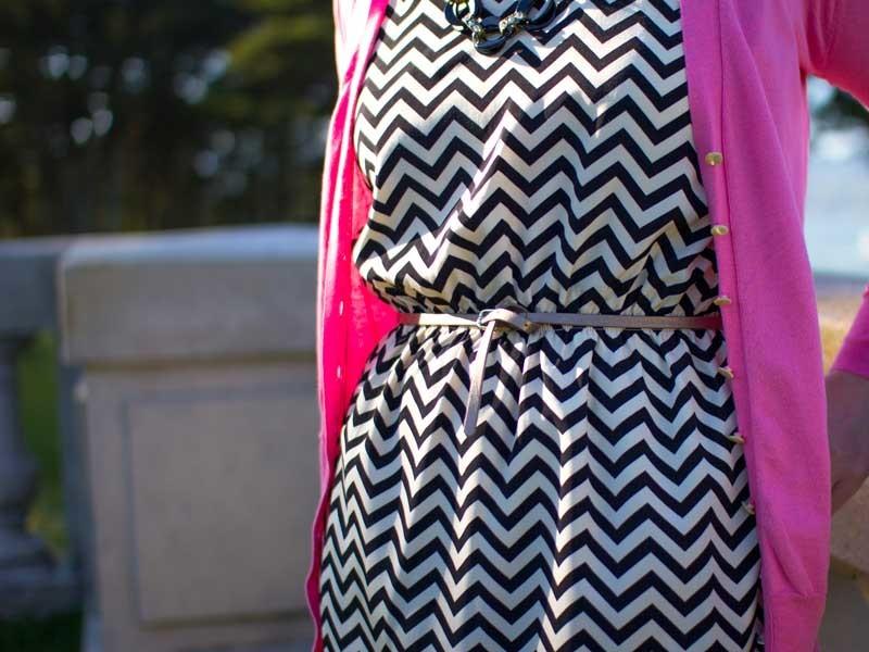 @hm #hm chevron dress & copper skinny belt | @colehaan #colehaan nude pumps | www.shoppingmycloset.com