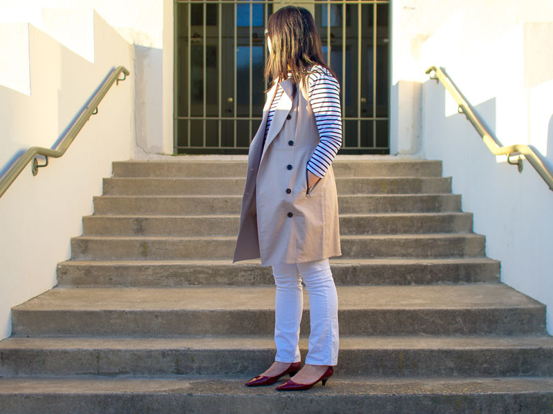 Sleeveless trench | striped top | white jeans | red heels | www.shoppingmycloset.com   @loft #loft @heidimerrick #heidimerrick @jcrew #jcrew @ninewest #ninewest