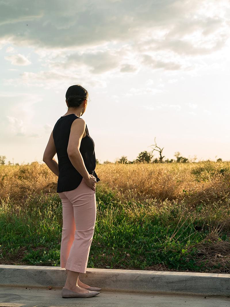 Navy blue sleeveless blouse   pink crop pants   pink snakeskin flats   www.shoppingmycloset.com    @vincesays #vince @jcrew #jcrew @vincecamuto #vincevamuto