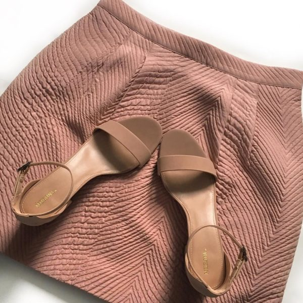 Blush skirt | nude block heels | www.shoppingmycloset.com