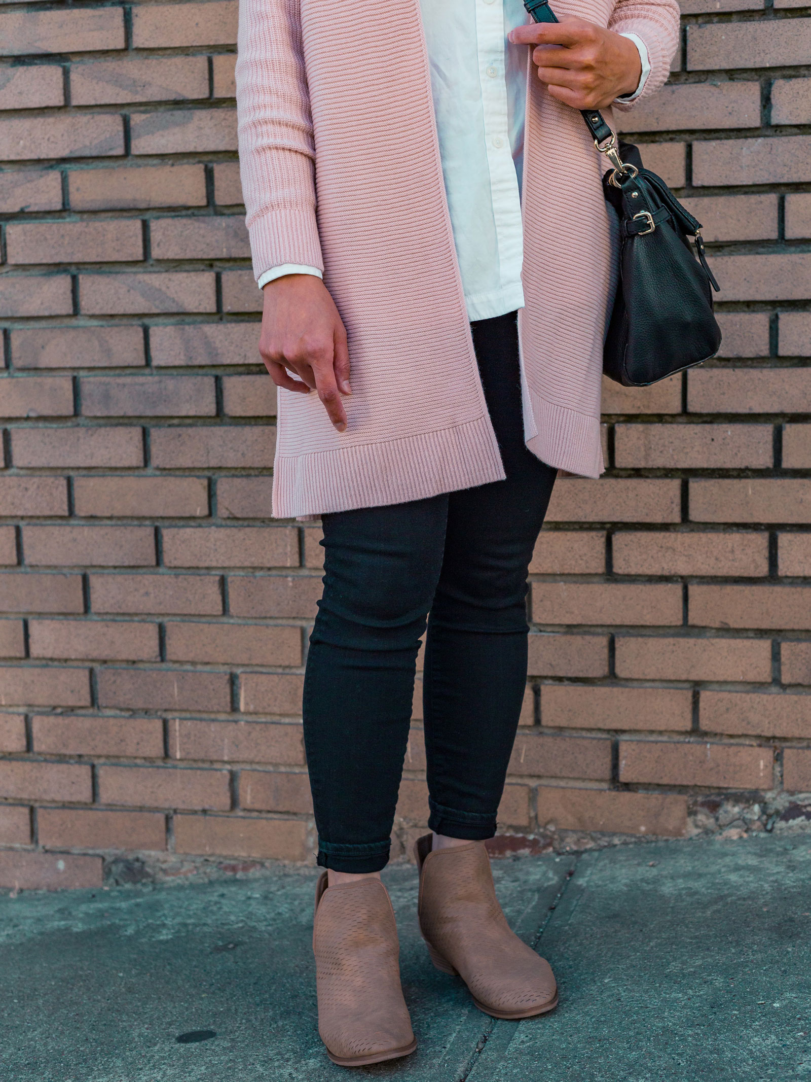 Fall outfit: Pink ribbed longline cardigan | white button front shirt | black skinny jeans | beige perforated boots | see the full look at www.shoppingmycloset.com