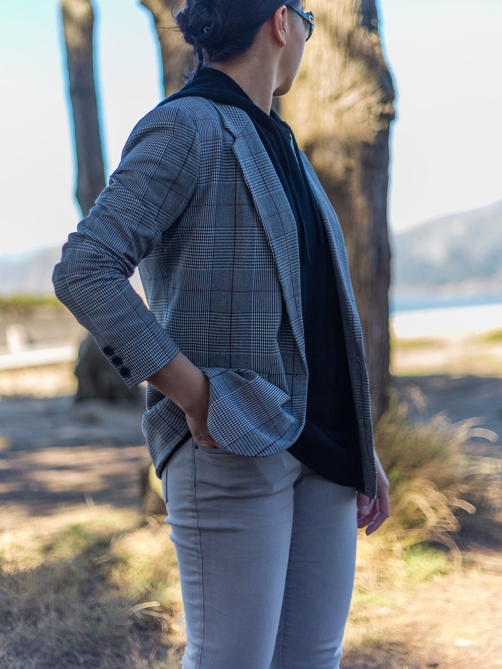 Plaid blazer | black hoodie | grey skinny jeans | white sneakers | www.shoppingmycloset.com #falloutfit #casualoutfit