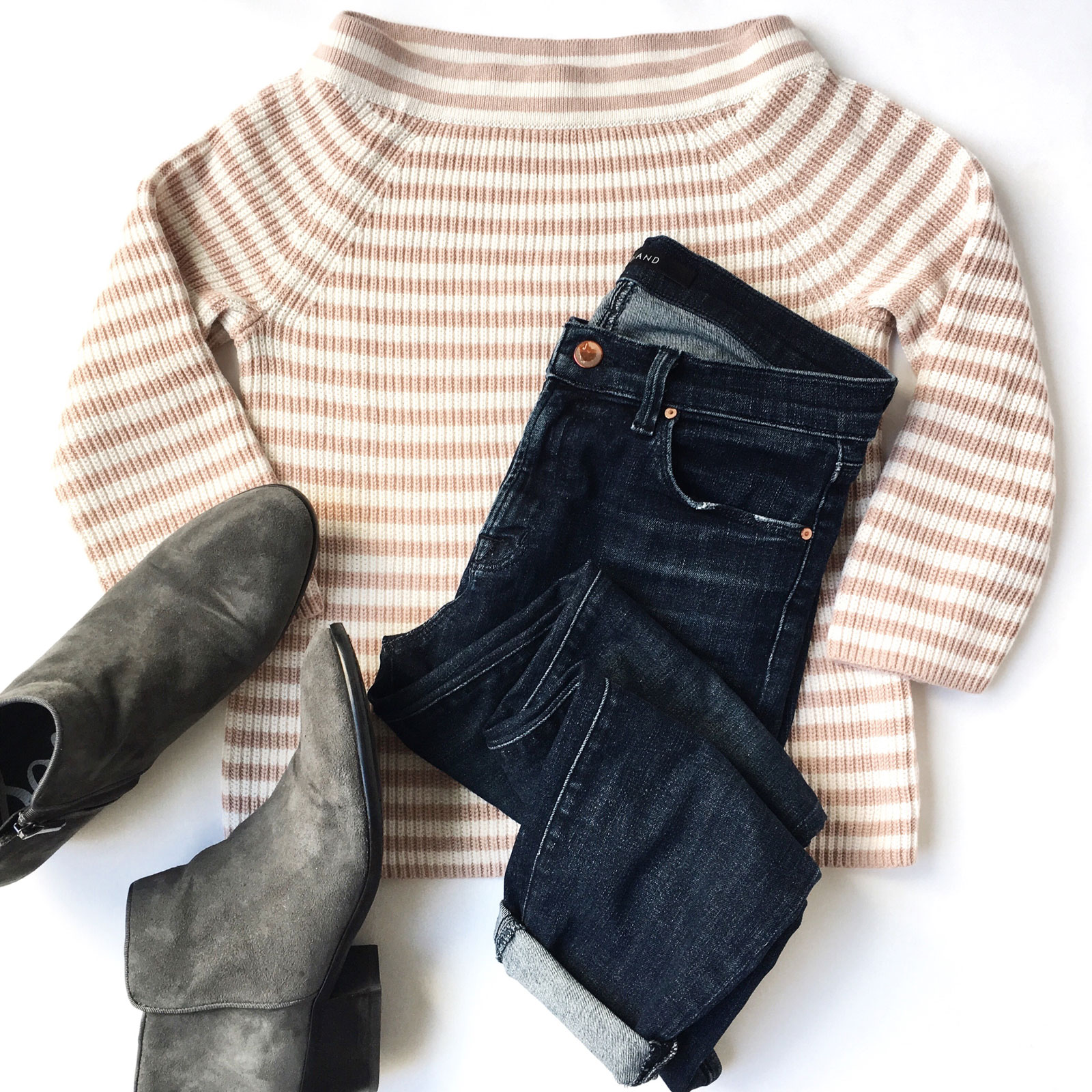 Striped pink boatneck sweater | skinny jeans | grey booties | see the full details on www.shoppingmycloset.com #casualoutfit #weekendlook