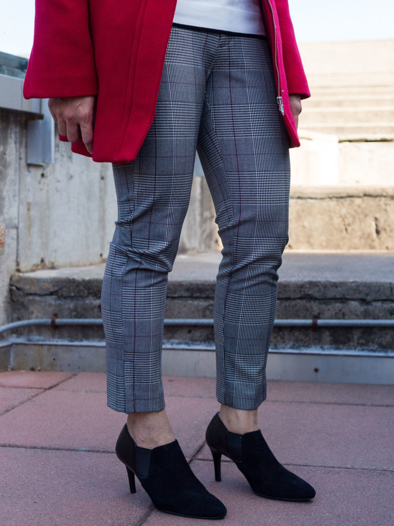 Red coat | white knit top | plaid ankle pants | black chelsea boots | www.shoppingmycloset.com #falloutfit #winteroutfit