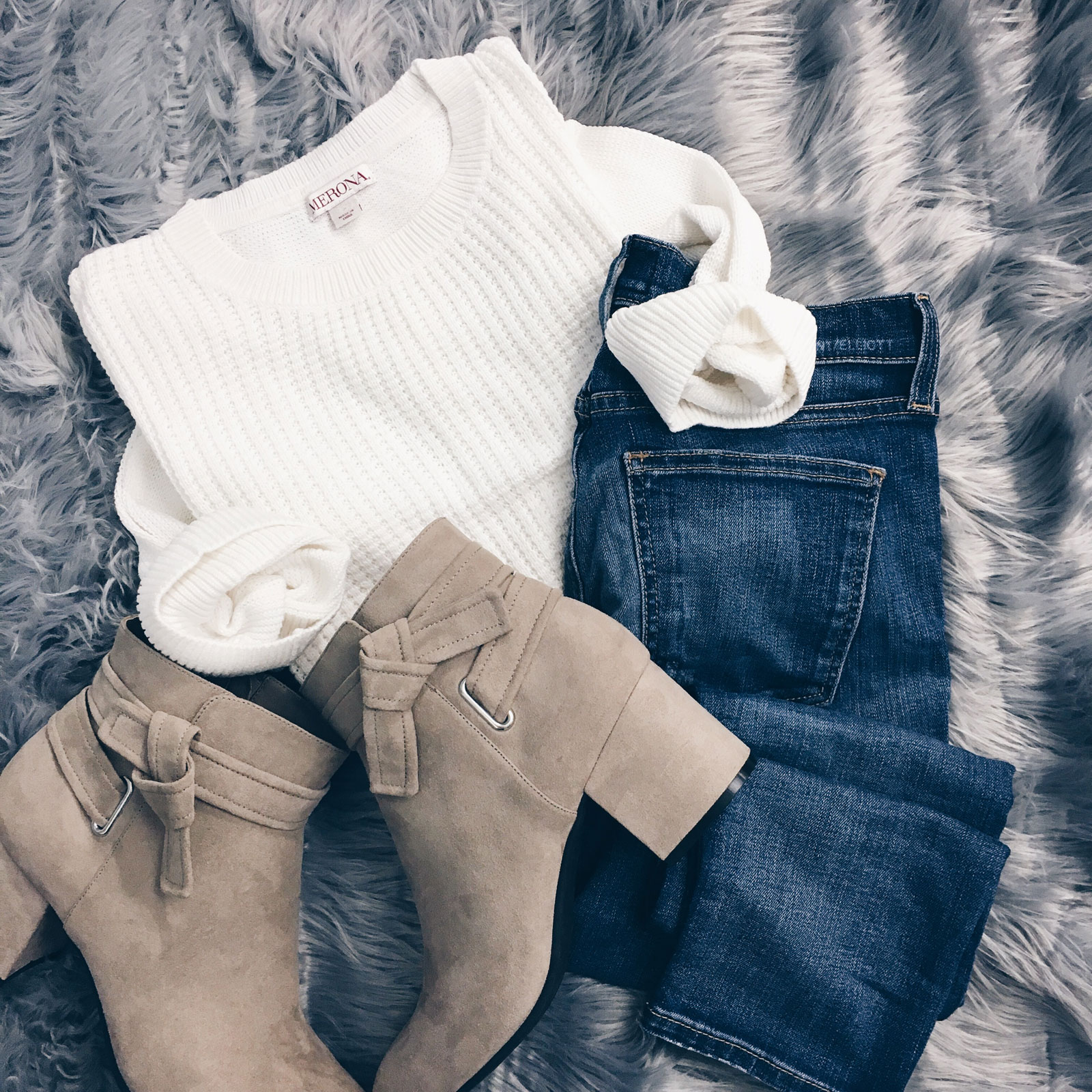 White waffle sweater | skinny jeans | nude bow detail ankle boots | www.shoppingmycloset.com